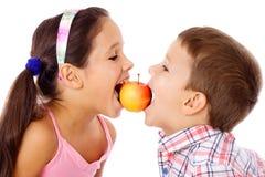 2 дет деля яблоко Стоковое Изображение