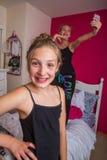 2 дет играя в их комнате Стоковая Фотография