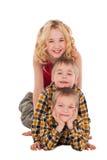 3 дет играя на поле друг с другом Стоковые Изображения