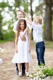3 дет играя на луге Стоковые Фотографии RF