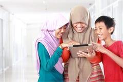 3 дет играя планшет Стоковая Фотография RF