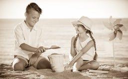 2 дет играя пляж Стоковые Фотографии RF