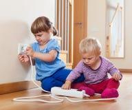 2 дет играя с электрическим расширением Стоковые Изображения