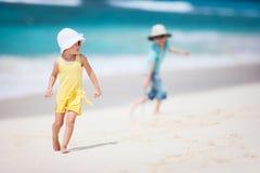 2 дет на пляже Стоковое Изображение