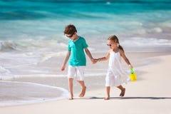 2 дет на пляже Стоковые Изображения