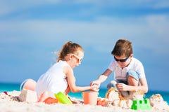 2 дет на пляже Стоковое фото RF