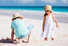 2 дет на пляже Стоковые Фотографии RF