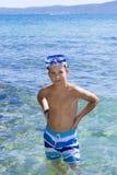 11 лет старого мальчика в море Стоковая Фотография