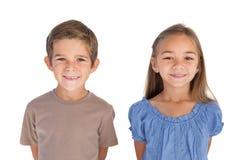 2 дет стоя и усмехаясь на камере Стоковая Фотография RF