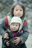2 дет этнического меньшинства на деревне кулачка легкего Стоковые Изображения RF