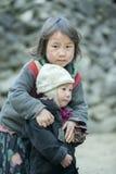 2 дет этнического меньшинства на деревне кулачка легкего Стоковое фото RF