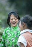 2 дет этнического меньшинства на деревне кулачка легкего Стоковые Фотографии RF