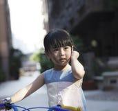 Ехать велосипед для того чтобы путешествовать Стоковые Изображения RF