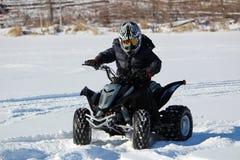 Ехать квад в зиме Стоковое Изображение RF