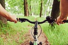 Ехать на велосипеде Стоковое фото RF