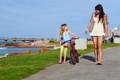 Ехать ребенок пляжа велосипеда Стоковая Фотография RF