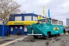 Ехать утки, Sightseeing программа путешествия города в Сиэтл, Вашингтоне стоковая фотография