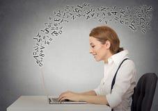 деятельность женщины компьтер-книжки компьютера Стоковые Фото