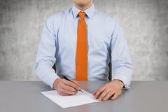 деятельность компьтер-книжки мобильного телефона бизнесмена предпосылки белая Стоковое Фото