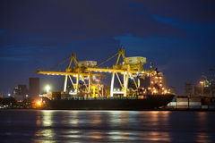 деятельность корабля перевозки крана грузового контейнера Стоковые Фотографии RF