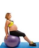 делать беременную женщину тренировок гимнастическую Стоковые Фото