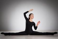 делать гимнастику девушки Стоковое Фото