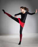 делать гимнастику девушки Стоковые Фотографии RF
