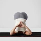 делать детенышей йоги женщины тренировок спорт девушки здоровый Стоковое Фото