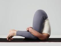 делать детенышей йоги женщины тренировок спорт девушки здоровый Стоковые Фотографии RF