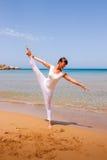 делать йогу девушки Стоковая Фотография RF
