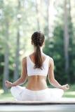 делать йогу женщины тренировки Стоковая Фотография RF