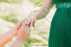 делать предложение замужества человека Стоковая Фотография RF