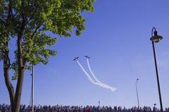 An-2 делают некоторый фокус в небе Стоковые Фотографии RF