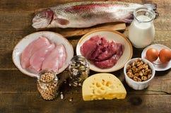 Еда высокая в протеине на деревянной предпосылке стоковое фото