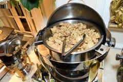 Еда в skillet Стоковые Фото