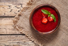 Еда десерта smoothie плодоовощ ягоды лета супа клубники здоровая вегетарианская Стоковая Фотография