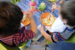 Еда детей Стоковые Изображения