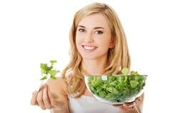 еда женщины salat сь стоковые изображения rf