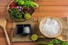 еда здоровая Салат с лапшами целлофана тип кухни Таиланда Стоковое Изображение