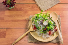 еда здоровая Салат с лапшами целлофана тип кухни Таиланда Стоковые Изображения