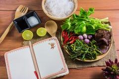 еда здоровая Салат с лапшами целлофана тип кухни Таиланда Стоковые Изображения RF