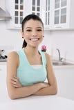 еда здоровой женщины салата стоковое фото