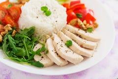 еда диетпитания Куриная грудка с рисом и овощами стоковое изображение rf