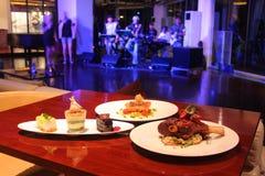 Еда и живая музыка Стоковые Фотографии RF