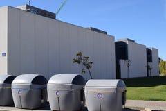 дела крышки отброса закрытой экологичности контейнеров относящие к окружающей среде Стоковые Изображения RF