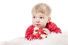 еда мальчика яблока Стоковые Изображения RF