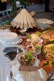 Еда на таблице банкета стоковая фотография rf