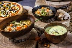 Еда на таблице Стоковое Фото
