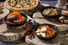 Еда на таблице Стоковое Изображение