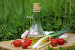 Еда на траве Стоковые Фотографии RF